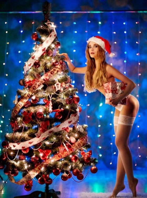 Шикарная новогодняя оргия после развратных подарков под елкой