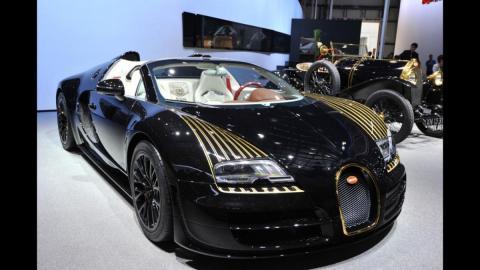 Video: Bugatti Veyron ei jõudnud hoogu maha pidurdada ja kohtub piirdega